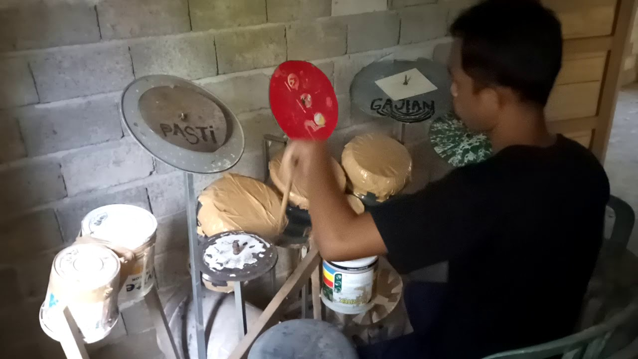 Drum Unik Menggunakan Barang Bekas, Deden Noy!