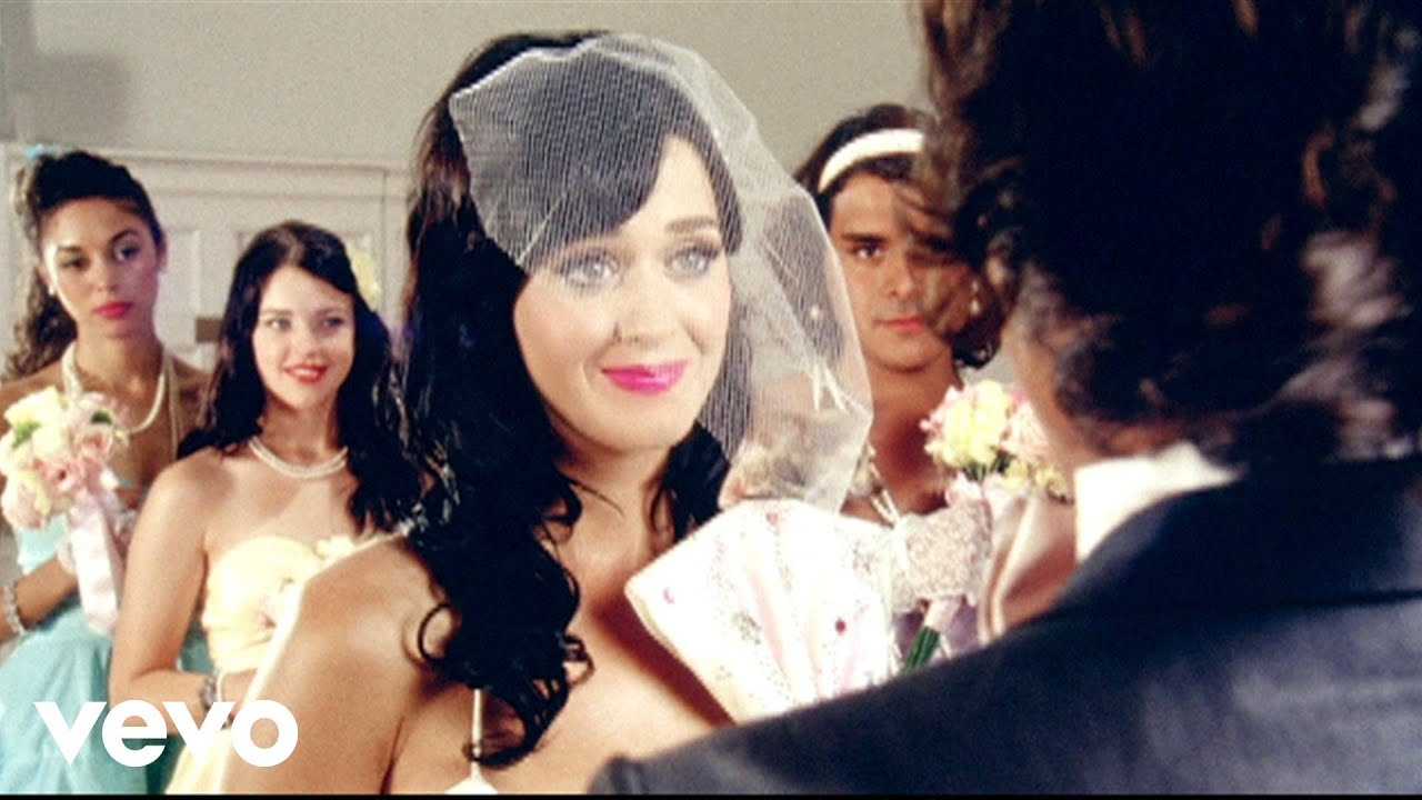 Katy Perry – Hot N Cold (Official Music Video)