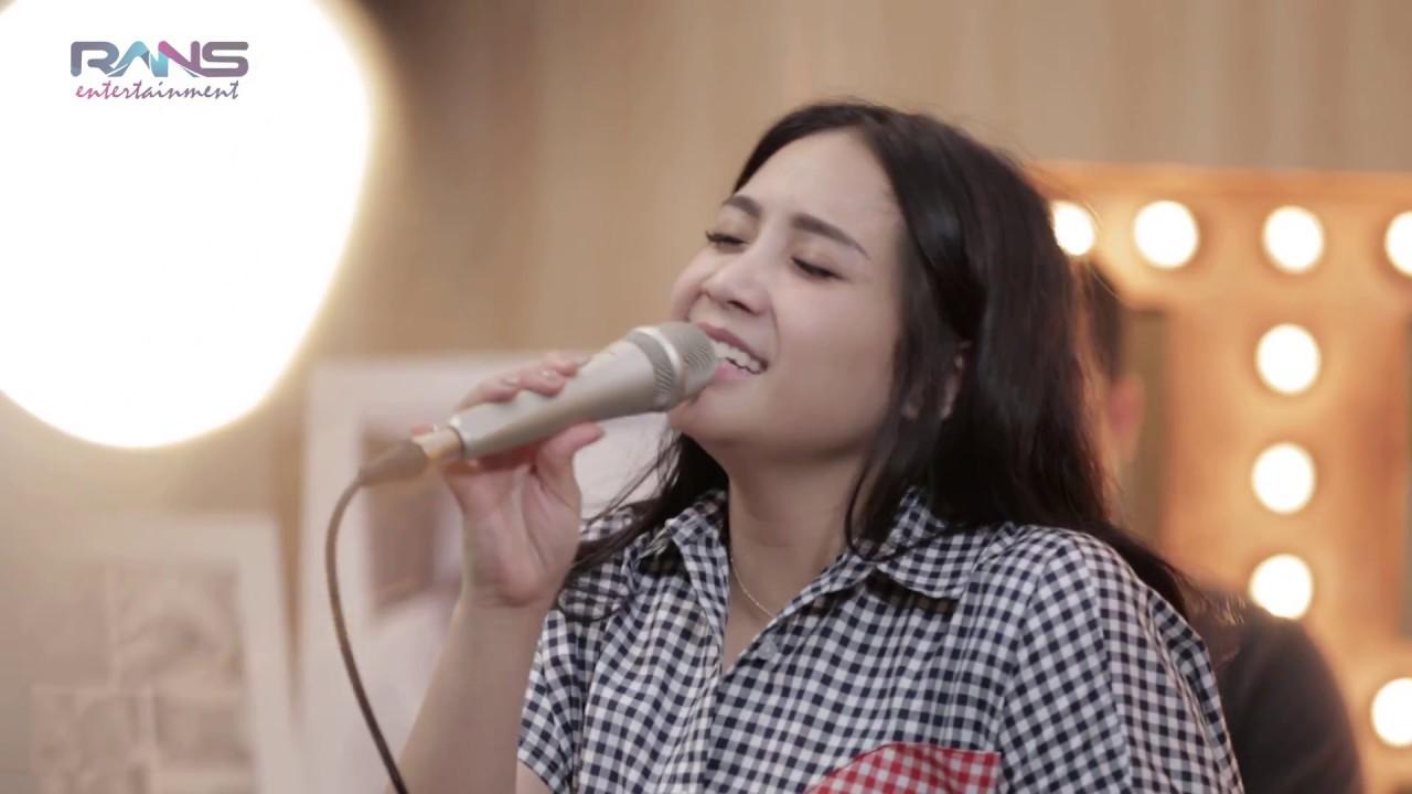 Melly Goeslow Feat. Nagita Slavina – Ku Bahagia (Official Live Rans Music)