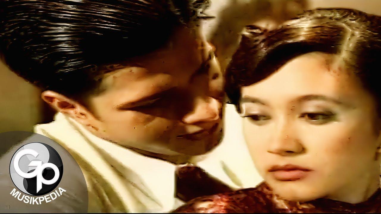 Nafa Urbach – Hatiku Bagai Di Sangkar Emas (Official Music Video)