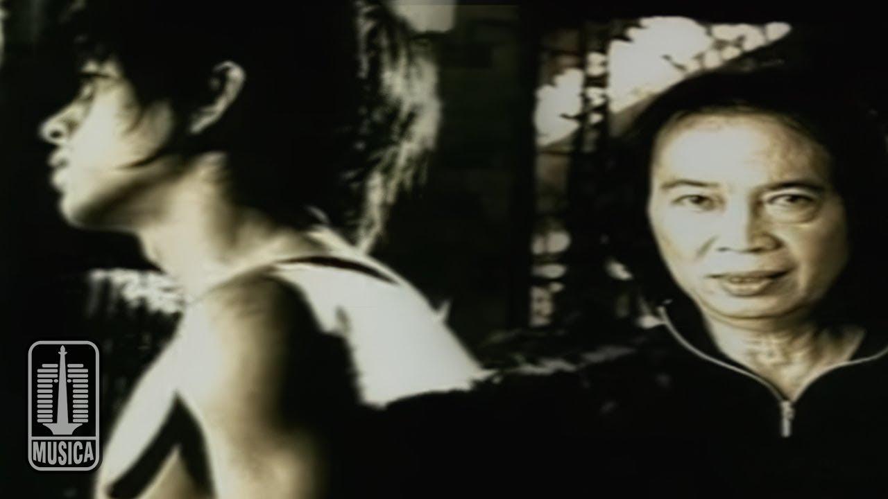 Chrisye Feat. Peterpan – Menunggumu (Official Music Video)
