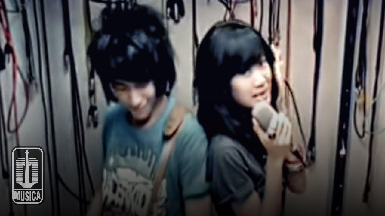 Vierra – Dengarkan Curhatku (Official Music Video)