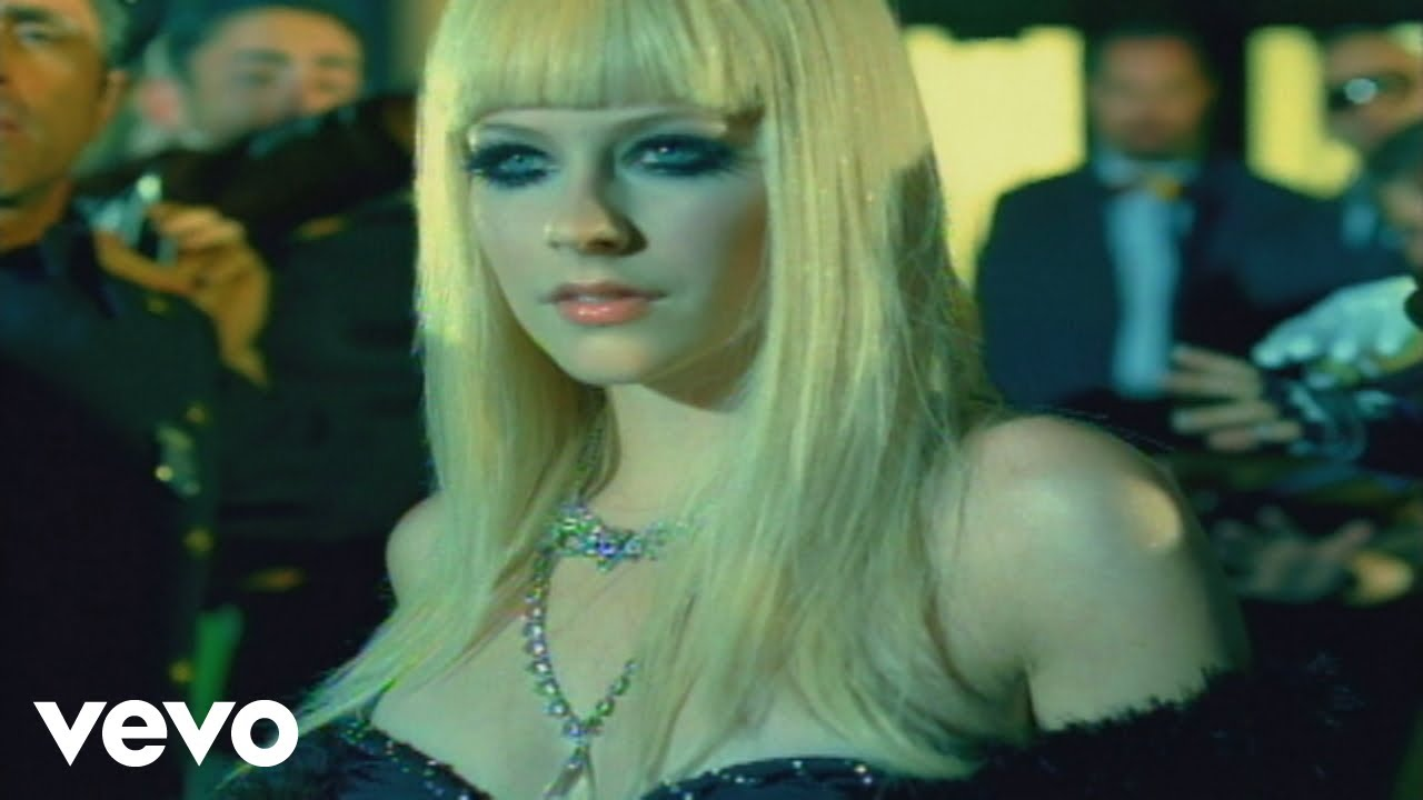 Avril Lavigne – Hot (Official Music Video)