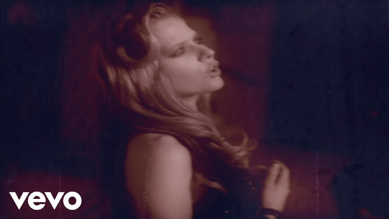 Avril Lavigne – Nobody's Home (Official Music Video)