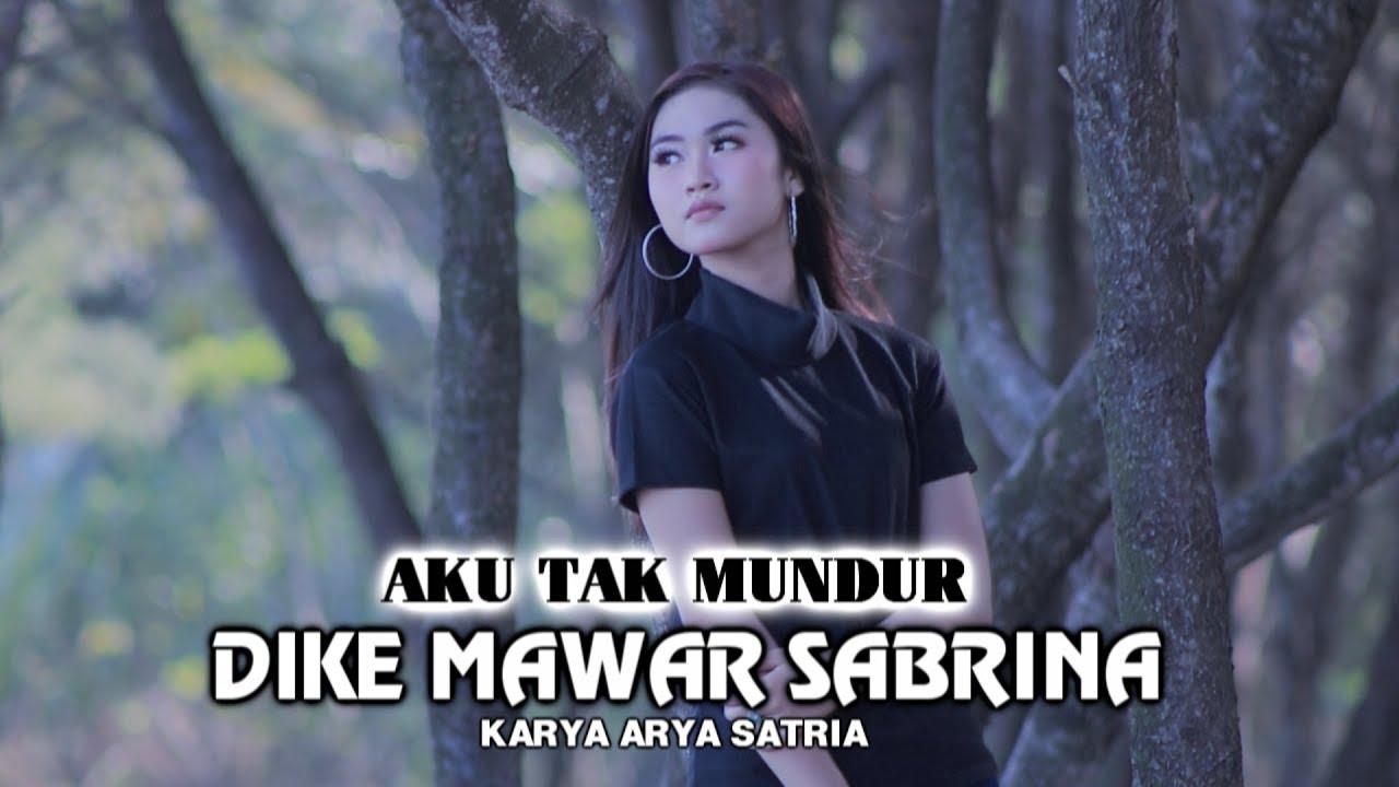 Dike Mawar Sabrina – Aku Tak Mundur (Official Music Video)