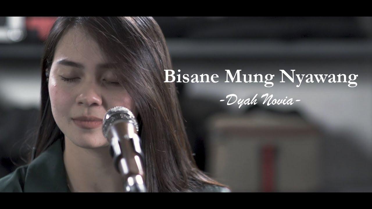 Dyah Novia Cover Lagu Bisane Mung Nyawang (Official Music Video)