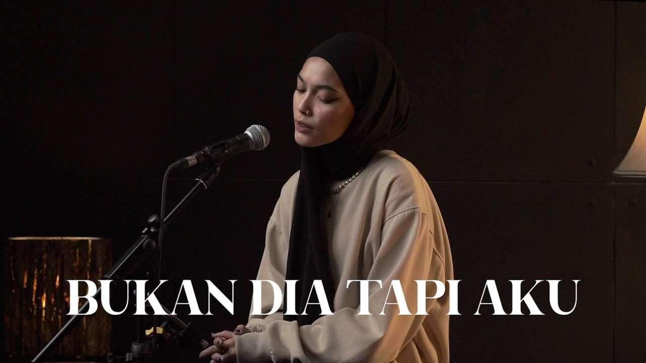 Fadillah Intan – Bukan Dia Tapi Aku (Official Music Video Youtube)