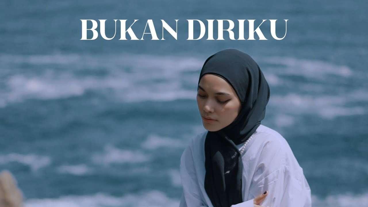 Fadillah Intan – Bukan Diriku (Official Music Video Youtube)