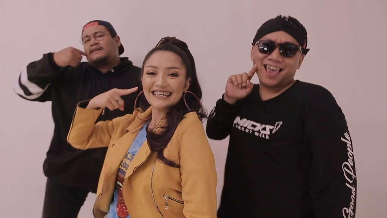 RPH & DJ Donall Feat. Siti Bardiah – Lagi Tamvan (Official Music Video Youtube)