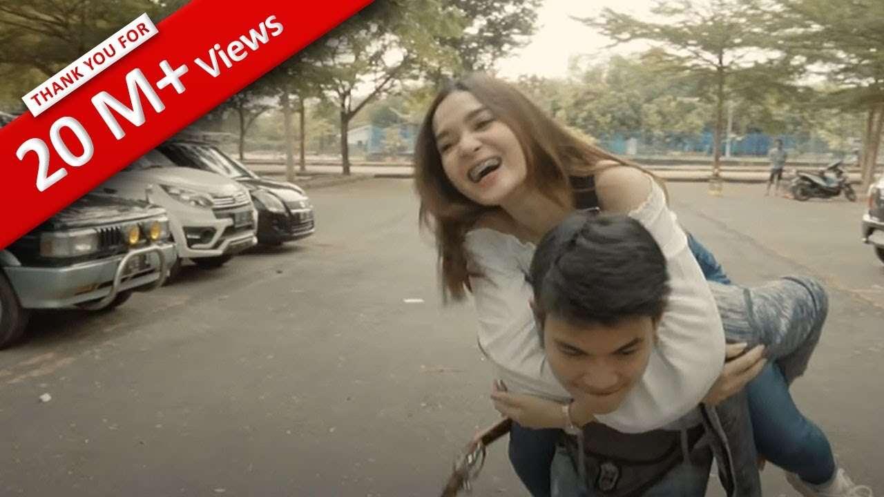 Tri Suaka – Aku Rela (Official Music Video Youtube)